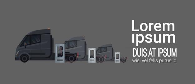 전기 충전기 역에서 충전하는 검은 현대 세미 트럭 트레일러 세트