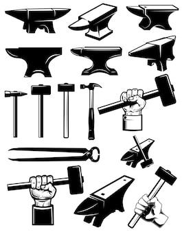 鍛冶屋のデザイン要素のセットです。アンビル、ハンマー、鍛冶屋の道具。ロゴ、ラベル、サイン、バッジ用。