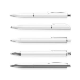 白で隔離される空白のペンのセット