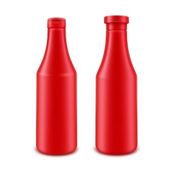 白い背景の上のラベルなしのブランディングのための空白のプラスチック製の赤いトマトケチャップボトルのセット