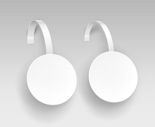 白い背景に分離された空白の白い丸いパパープラスチック広告価格激怒のセット