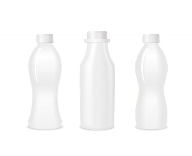 空白のヨーグルト白いプラスチック製のボトルのセット。