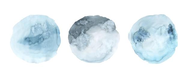 블루 수채화 물감 페인트 얼룩 배경 손으로 그린 세트. 추상적인 원형 모양 수채화 텍스처 흰색 배경에 고립입니다.