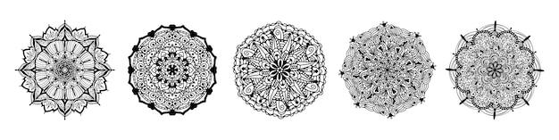 自由奔放に生きる花曼荼羅ブラックラインアートのセットです。ヨガテンプレート円形パターン。白い背景に分離された丸いインクマンダラのコレクションです。本ページを着色。エスニックスタイルの飾り。 Premiumベクター