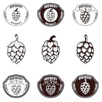 醸造所のエンブレムのセットです。ビール希望イラスト。ラベル、記号、バッジの要素。図