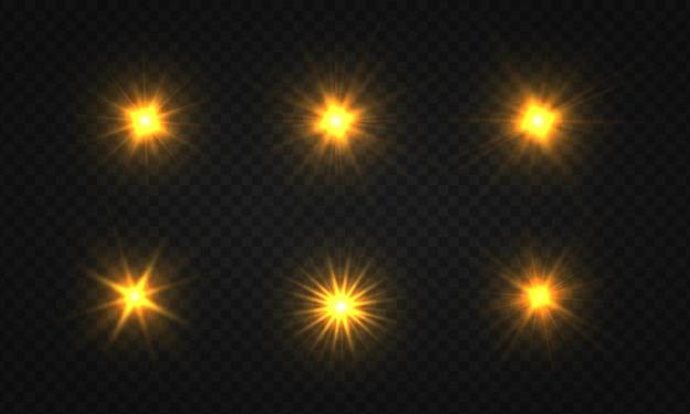밝은 별의 집합입니다. 황금빛 빛나는 빛이 투명한 배경에서 폭발합니다.