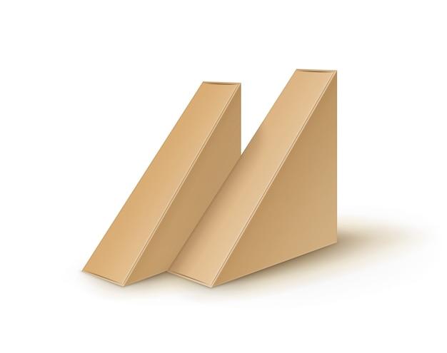 Набор коричневый пустой картонный треугольник забрать коробки, упаковка для бутербродов, продуктов питания, подарков, других продуктов макет крупным планом, изолированные на белом фоне