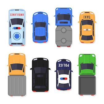 Набор автомобилей и грузовиков вид сверху в плоский. транспортные средства в городе и служебный транспорт. реалистичный дизайн автомобиля изолированы.