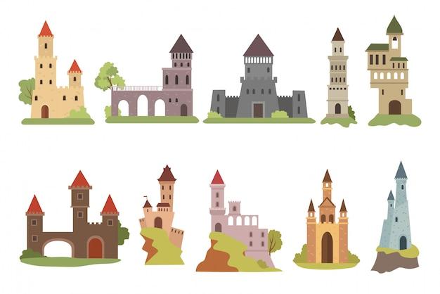 漫画城のセット。さまざまなタイプの中世の城のデザインのコレクション。