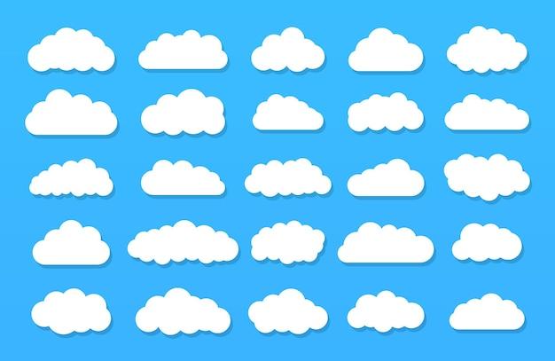 青い背景の上の漫画の雲のセットです。青い空のセット。