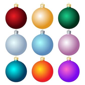 白い背景の上のクリスマスボールのセットです。 。