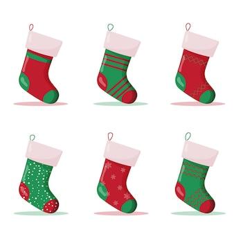 Набор рождественских носков в красных и зеленых тонах. зимние аксессуары.