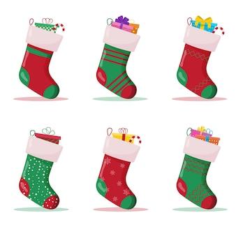 Набор рождественских носков с подарками внутри. зимние аксессуары.