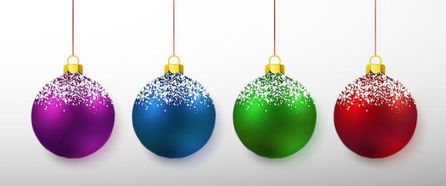 白で隔離のカラフルなクリスマスボールのセット