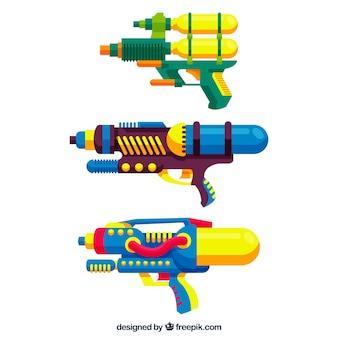プラスチック材料とカラフルな水の銃のセット
