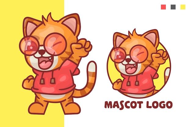 선택적 모양의 귀여운 고양이 마스코트 로고 세트.