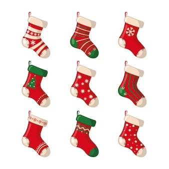 Набор милых рождественских носков на белом фоне. векторная иллюстрация.