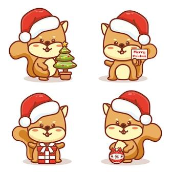 크리스마스를 축하하는 귀여운 순록 세트입니다. 크리스마스 트리, 선물 및 메리 크리스마스 텍스트를 들고. 귀여운 만화 벡터