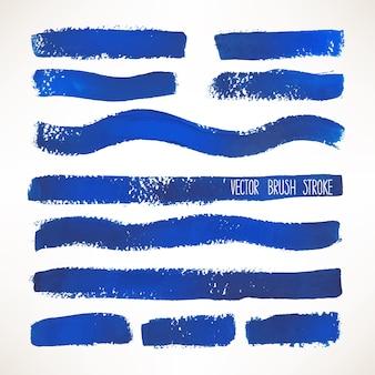 さまざまな青いブラシストロークのセット。手描きイラスト