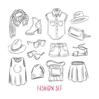 Набор различной женской одежды и аксессуаров. нарисованный от руки