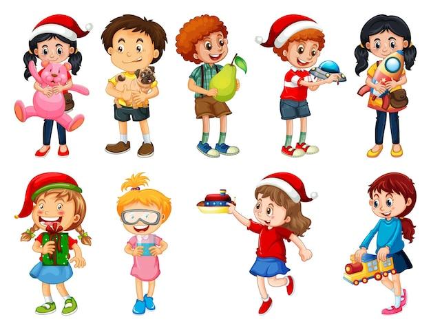 白い背景で隔離のおもちゃの漫画のキャラクターと遊ぶ別の子供のセット
