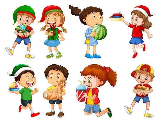 Набор разных малышей, играющих со своими игрушками, мультипликационный персонаж, изолированные на белом фоне