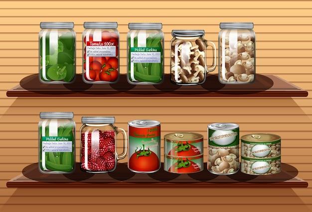 壁の棚のさまざまな瓶と缶詰食品のさまざまな野菜のセット