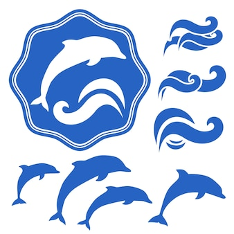 Набор силуэтов дельфинов. синие волны на белом