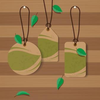 Набор эко этикетки на фоне текстуры древесины.