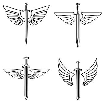 中世の剣と翼を持つエンブレムのセット。ロゴ、ラベル、エンブレム、記号の要素。図