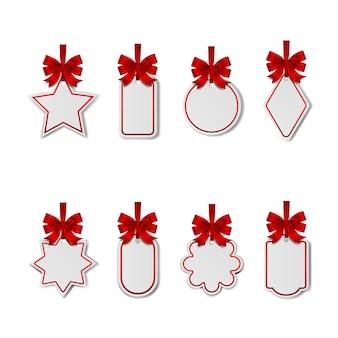 빨간 리본과 리본이 있는 빈 크리스마스 흰색 가격표 세트