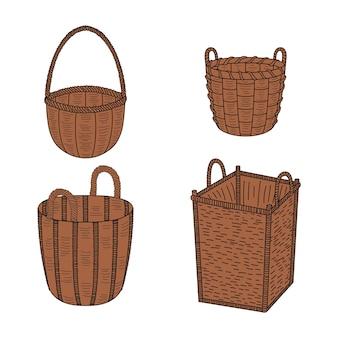 Набор пустых плетеных корзин.