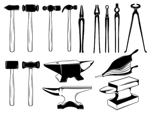 Комплект снаряжения для кузнеца. коллекция инструментов для ковки металла.