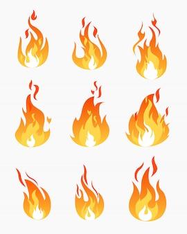 Набор иконок огонь пламя на белом фоне. пламя в различных формах коллекции в плоском стиле.
