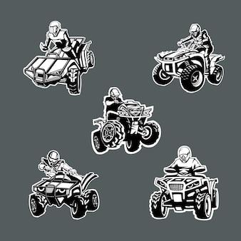 暗い背景にさまざまな角度で5つの1色クワッドバイクのセット。