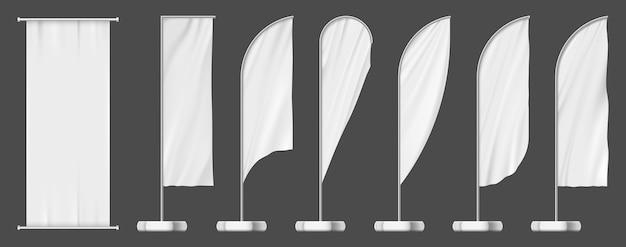 깃발 배너, 옥외 광고 템플릿 집합입니다. 빈 흰색 모형, 야외 극 표지판을 설정합니다. 깃털 또는 눈물 방울 깃발 배너 및 패브릭 광고판 광고, 상업용 홍보 디스플레이