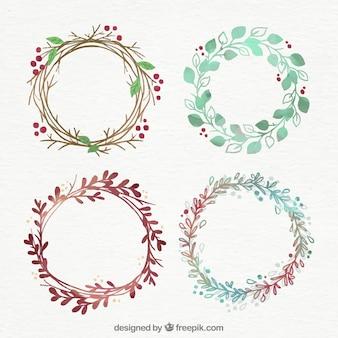 4つの手描きのクリスマスの花輪のセット