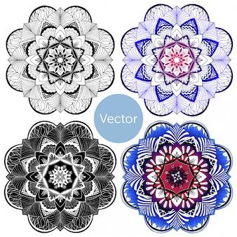 4つのマンダラのセット。色付きの装飾マンダラ。
