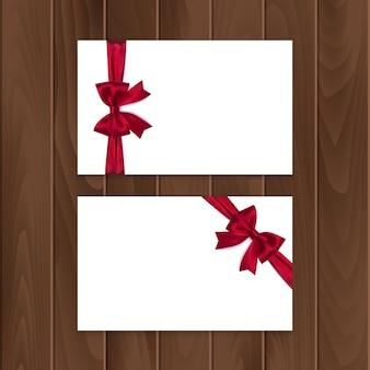 Набор подарочных карт с реалистичным бантом и лентой.