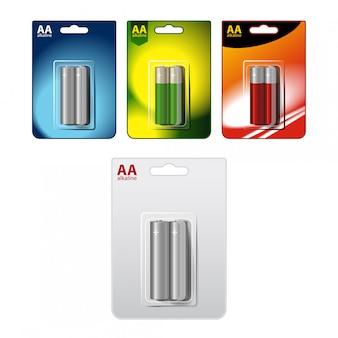 Набор глянцевых щелочных батарей типа аа в блистерной упаковке. упаковано для вашего брендинга. закрыть на белом фоне