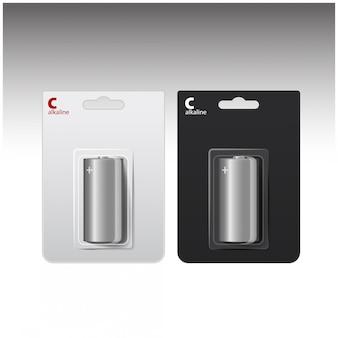 白と黒のブリスターで光沢のあるアルカリc電池のセット。あなたのブランディングのために詰め込みました。白背景にクローズアップ