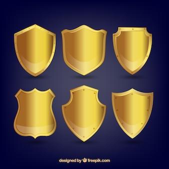 Набор золотых щитов Бесплатные векторы
