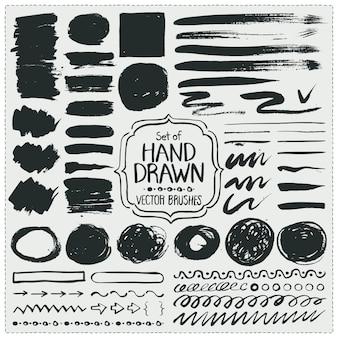 手描きのブラシのセット。グランジブラシストローク。