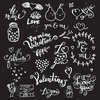 칠판에 사랑의 손으로 그린 귀여운 창조적 인 상징의 집합입니다.