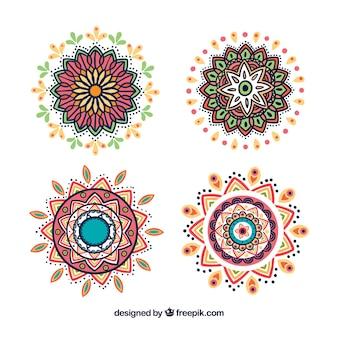 Набор рисованных декоративных мандал