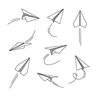手描き落書き紙飛行機が白い背景で隔離のセットです。
