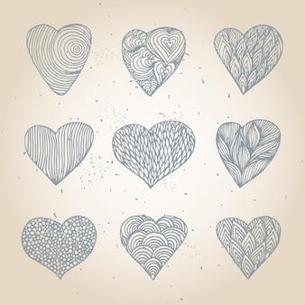 다른 패턴으로 손으로 그린 하트의 집합입니다.
