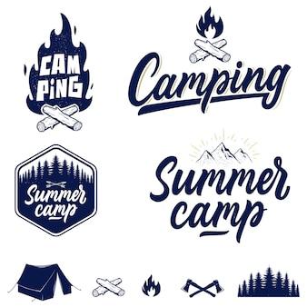 手書きのキャンプと屋外のエンブレム、ロゴ、バッジのセット。