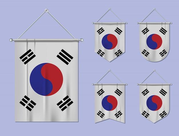 섬유 질감으로 플래그 대한민국의 집합입니다. 국기 국가의 다양성 모양. 수직 템플릿 페넌트.