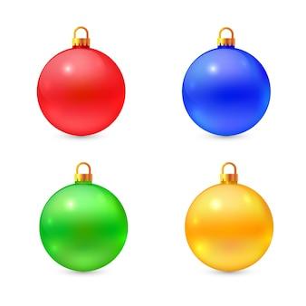 さまざまな色の孤立したクリスマスボールのセット